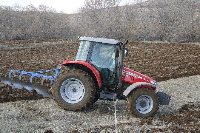 Yozgat Çiftçisi Aspir Ekim İçin Tarla Hazırlıklarını Yapıyor