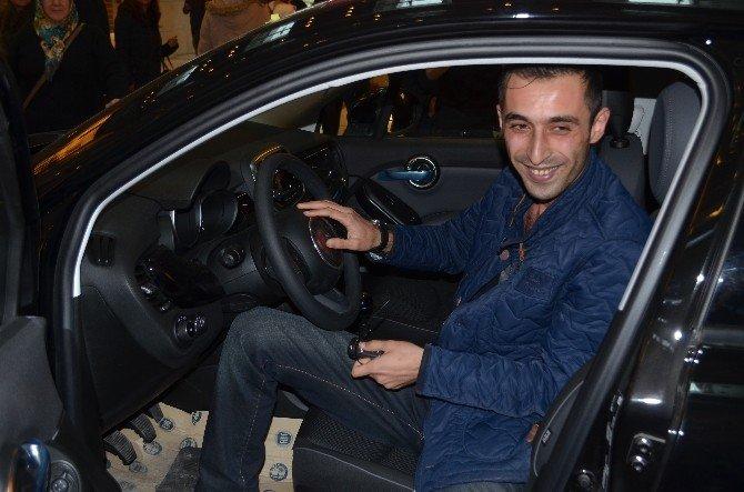 75 Liralık Alışveriş Yaptı, Otomobili Kaptı