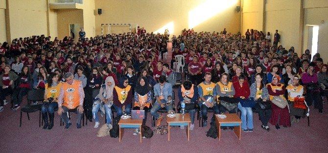 Adana Gençlik Merkezi Tarafından Ağaç Dikme Etkinliği