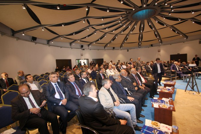 Kozan'da arıcılık paneli düzenlendi