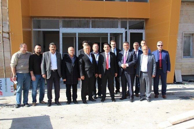 AK Parti Yöneticileri Vergi Dairesi İnşaatını İnceledi
