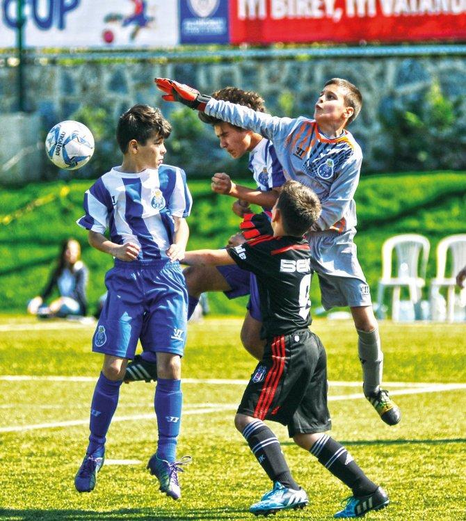 """""""İzmir Cup"""" ünlü kulüpleri ağırlayacak"""