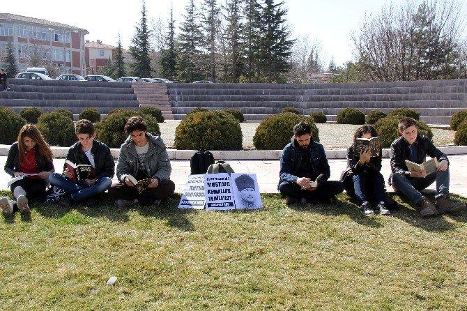 Öğrencilerden 'Nutuk' Nöbeti