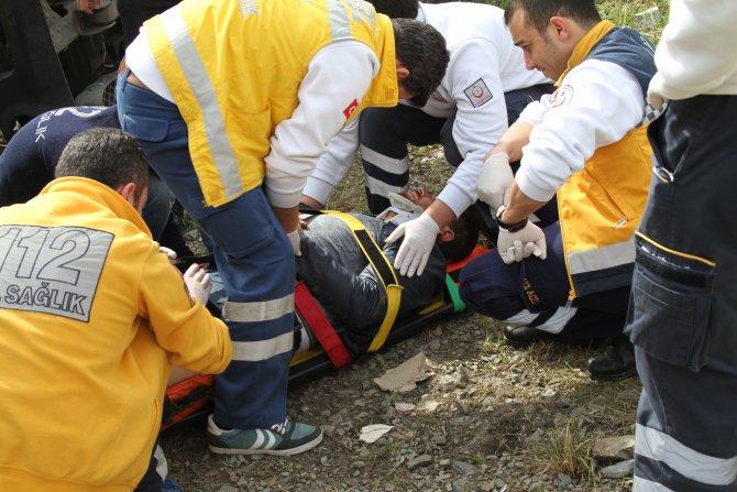 Kamyonet şarampole uçtu: 1 yaralı