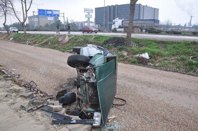 Otomobil Tali Yola Uçtu: 3 Yaralı