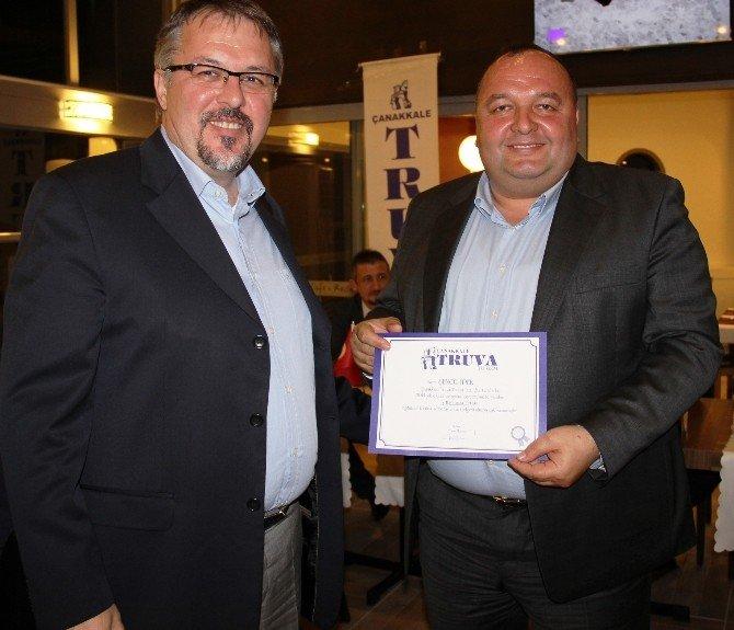Truva Turizm Başarılı Personellerini Ödüllendirdi