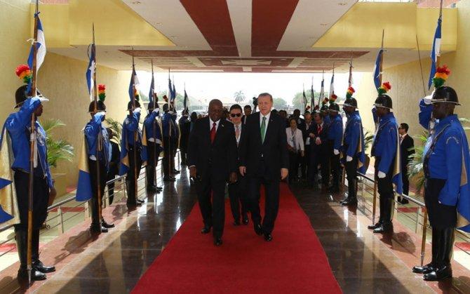 Cumhurbaşkanı Erdoğan Gana Başkanlık Sarayı'nda