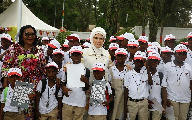 Emine Erdoğan'dan Akra'da İşitme Engelli Çocuklara Ziyaret