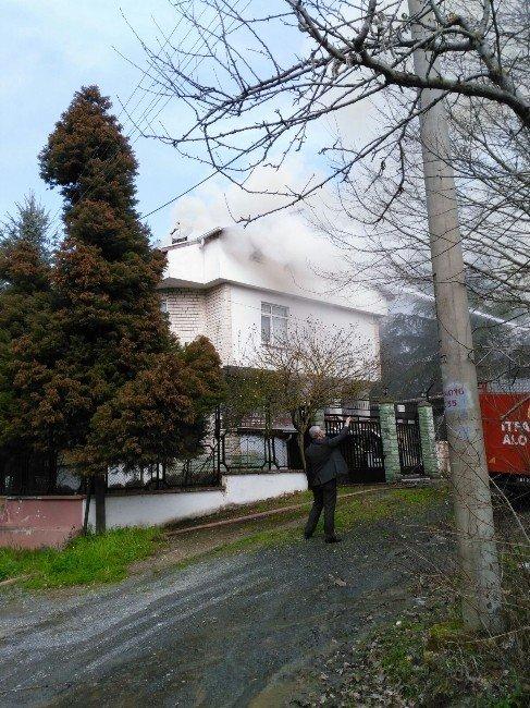 Akçakoca'da Lüks Villanın Çatısı Yandı