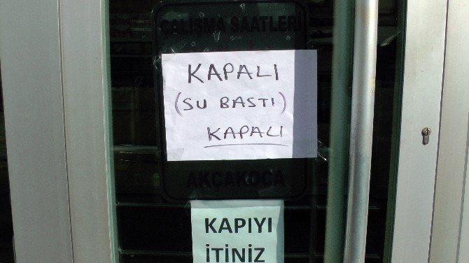 Su Baskını PTT Şubesini Kapattı, Vatandaş İsyan Etti