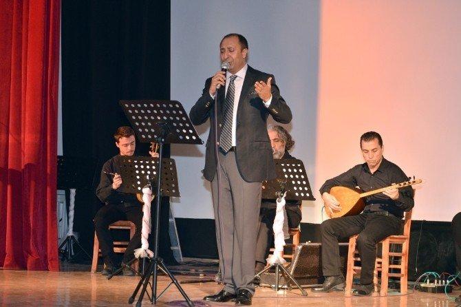 Foça, Sevgi Ve Dostluk Türküleriyle Yankılandı