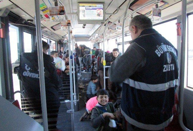 İBB Zabıta Ekipleri, Suriyeli Çocukları Sokaklardan Kurtardı