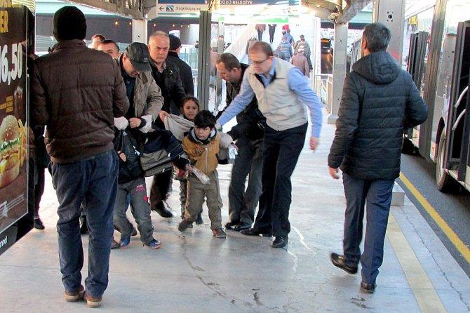 Zabıta, Suriyeli dilenci çocukları topladı
