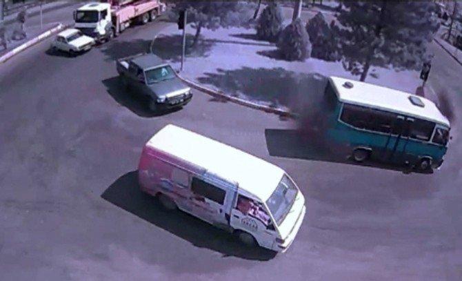 Karabük'te Trafik Kazaları MOBESE Kamerasında