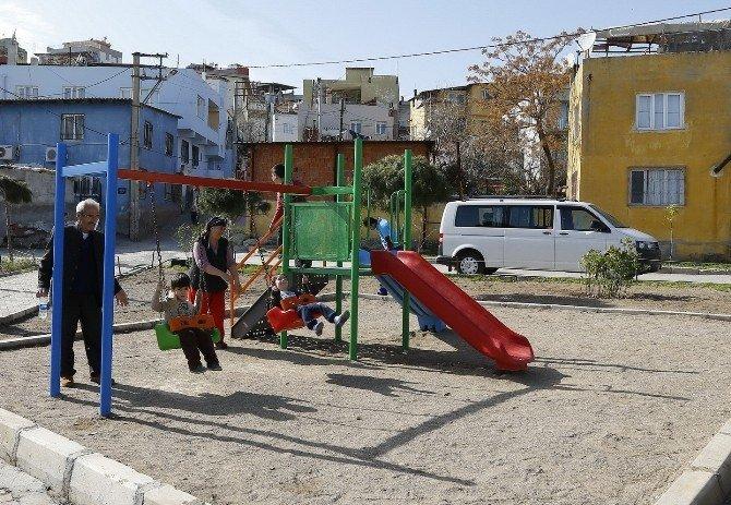 Konak'ın Parkları Çocukları Sevindiriyor