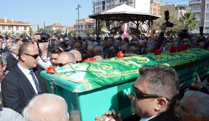 Manisa Belediye Başkanlığı'nı iki dönem yapan Dayıoğlu, toprağa verildi