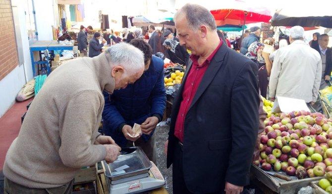 İçerisinde bin lira olan cüzdanı buldu, sahibine teslim etti