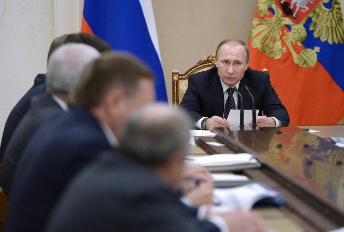 Putin: Rus petrol şirketleri üretimlerini artırmayacak