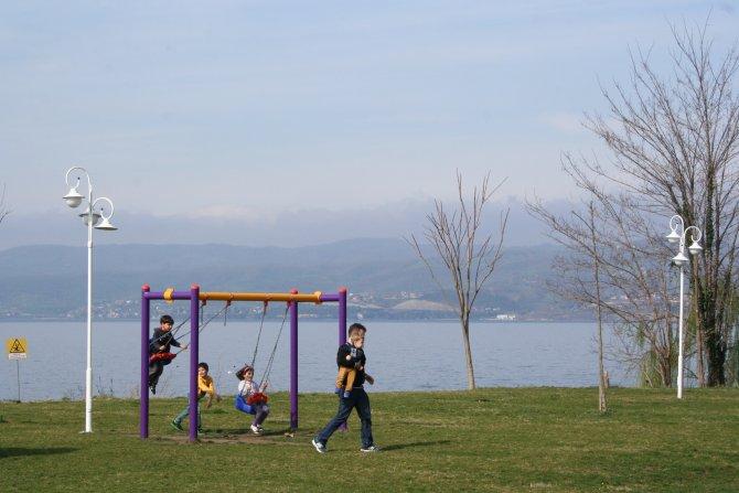 Güzel havayı gören Sapanca Gölü'ne koştu