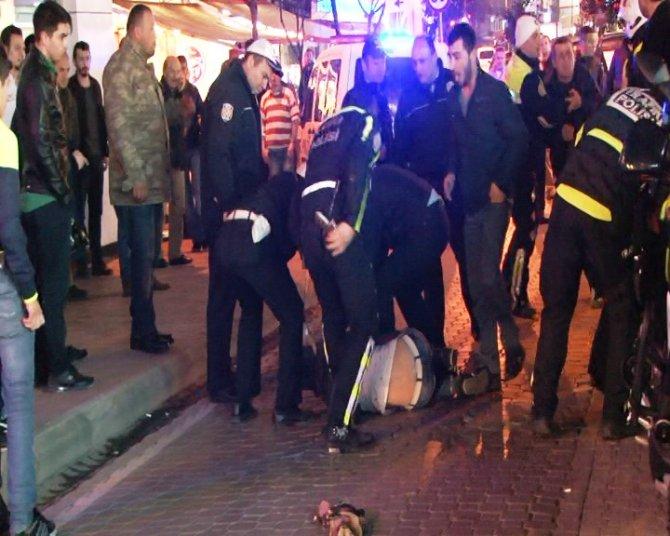Gözaltına alınan şahsın ailesi ile polis arasında arbede