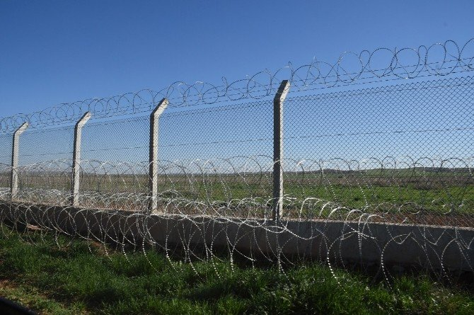 Türkiye İle Suriye Sınırında Güçlendirme Çalışmaları Devam Ediyor
