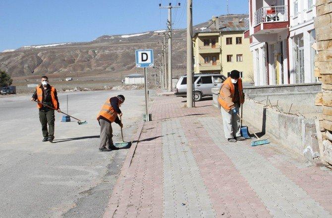 Sivas'ta Belediye Ekipleri Bahar Temizliğine Başladı