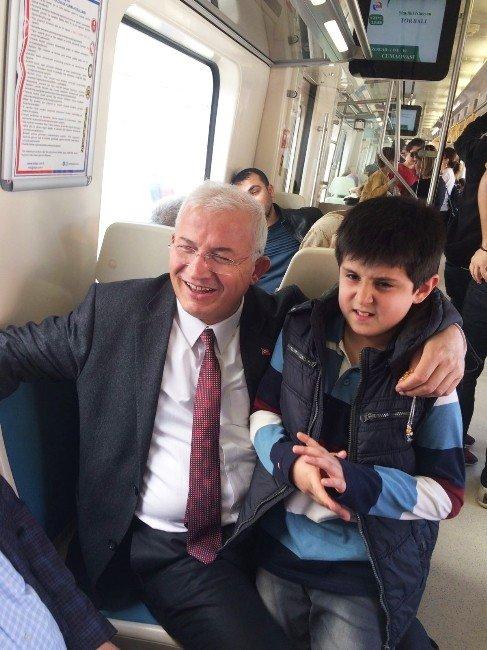 Başkan Da İşine Hızlı Trenle Gidiyor