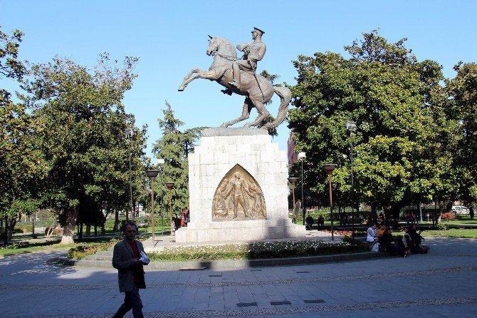 Dijital Atatürk Heykeli