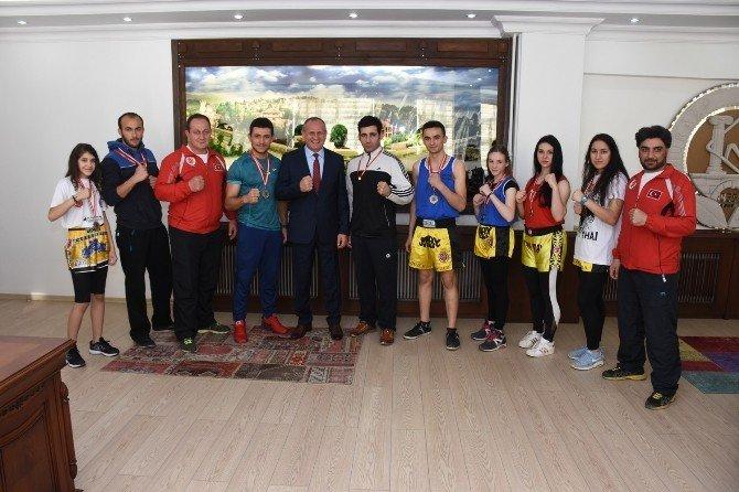 Muay Thai Ekibinden Başkan Keleş'e Ziyaret