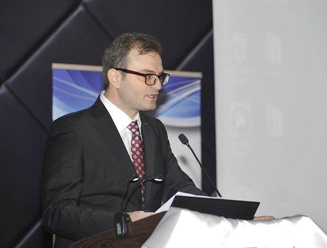 Prof. Dr. Doğan Şenyüz'den Hukukta Yorum Eleştirisi