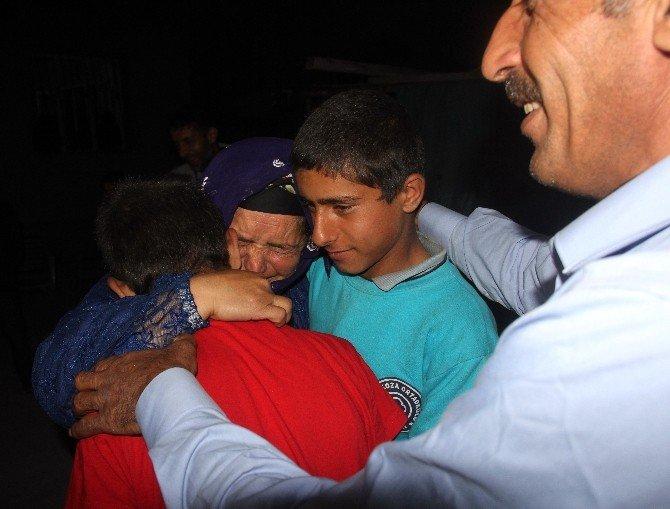 Kaçan Çocuklarına Kavuşan Annenin Sevinç Gözyaşları