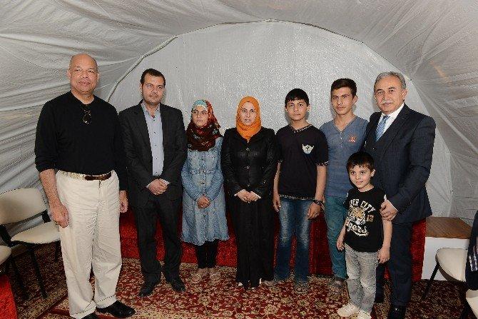 ABD Ülke Güvenliği Bakanı Johnson İle Vali Büyük, Suriyelileri Ziyaret Etti