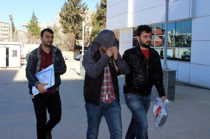 Araçlardan Çanta Çalan Hırsızlar Yakalandı