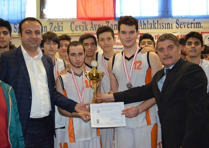 Okullar Arası Basketbol Turnuvası Sona Erdi