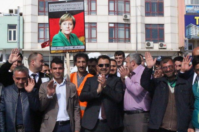 Merkel'in Kilis'e gelmesi için dünyanın en büyük davetiyesi hazırlandı