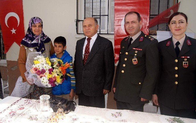 Aydın'da Öksüz Ve Yetimler Sevindiriliyor