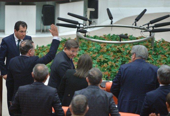 Başbakan Davutoğlu'ndan Gece Yarısı Genel Kurul Sürprizi