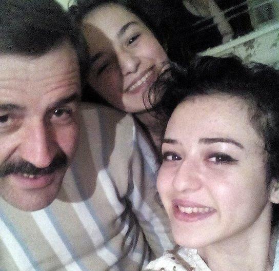 Gözü Yaşlı Aile, Bir Haftadır Kayıp Kızlarını Arıyor
