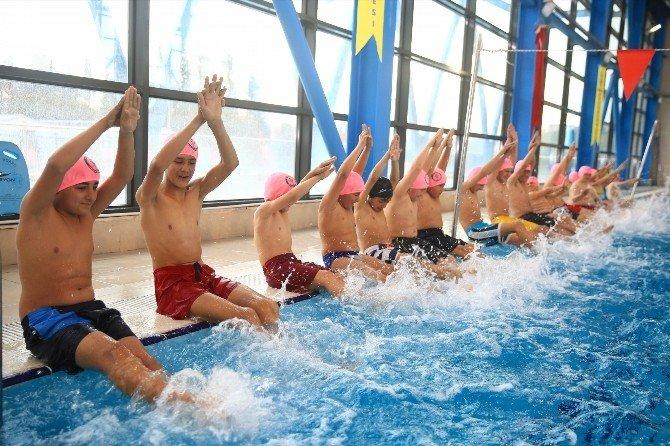 Bucalı Çocukların Havuz Keyfi
