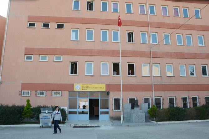Okul müdürü, öğrencilerini tacizden tutuklandı