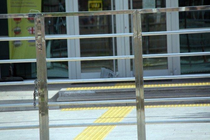 Didim'de PTT Girişine Bırakılan Şüpheli Paket Korkuttu