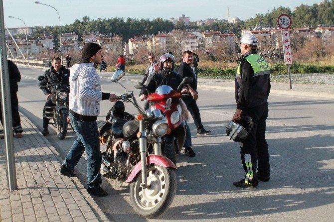 200 Motosiklet Sürücüsünden 168'ine Ceza Uygulandı