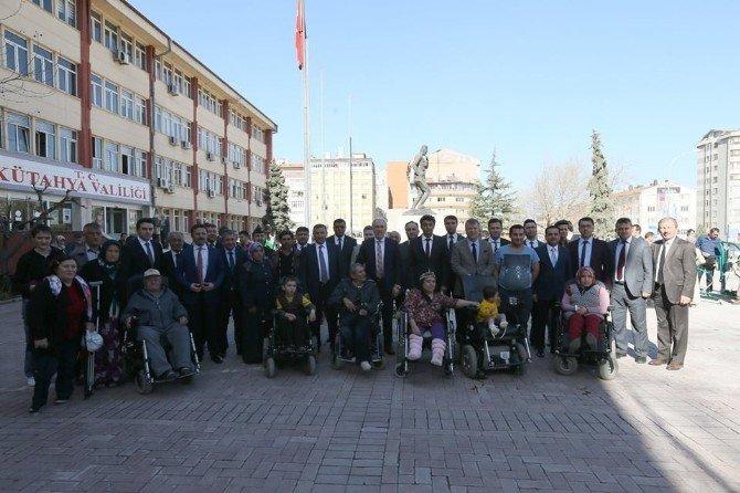 Akülü Tekerlekli Sandalyeler Törenle Sahiplerine Verildi