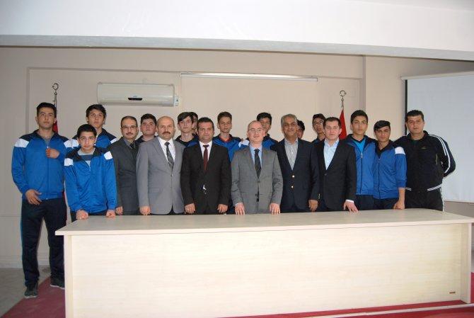 Voleybolda, Türkiye finallerine kalan öğrenciler kaymakamı ziyaret etti