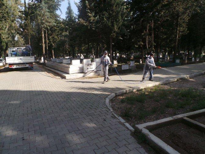 Büyükşehir, Mezarlıkları Zararlı Bitkilerden Arındırıyor