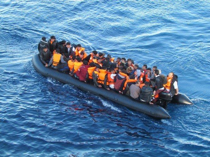 NATO'dan Ege'de İlk Mülteci Operasyonu