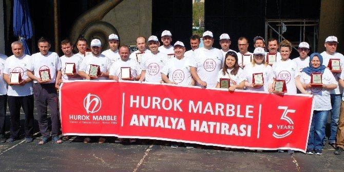 Hurok Marble'den 35 Çalışanına Anlamlı Plaket