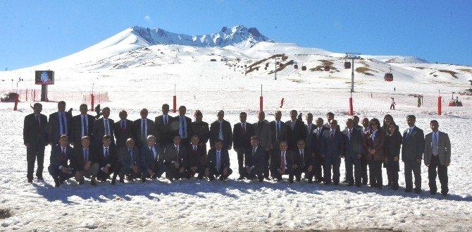İl Ve Bölge Müdürleri Vali Düzgün Başkanlığında Erciyes'te Toplandı