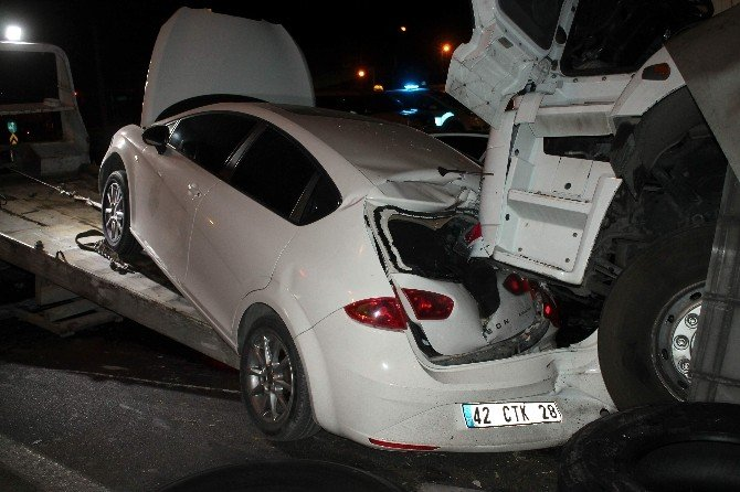 Tır, Kırmızı Işıkta Bekleyen Dört Aracı Biçti: 2 Yaralı