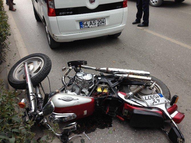 Motosiklet Otomobile Arkadan Çarptı: 1 Yaralı